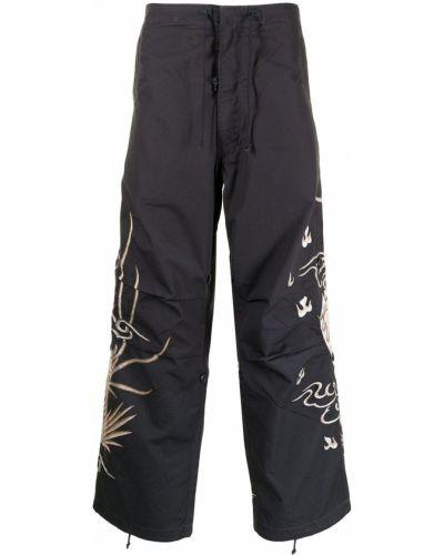Черные брюки с вышивкой Maharishi