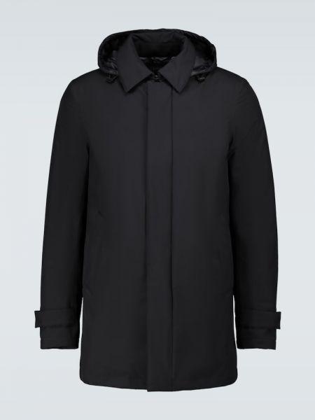 Czarny płaszcz przeciwdeszczowy od płaszcza przeciwdeszczowego z kapturem z piórami Herno