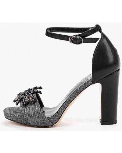 Босоножки на каблуке черные кожаные Inario