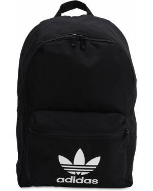 Czarny plecak z printem Adidas Originals