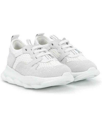 Białe sneakersy sznurowane koronkowe Young Versace