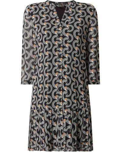 Czarna sukienka rozkloszowana z szyfonu Comma