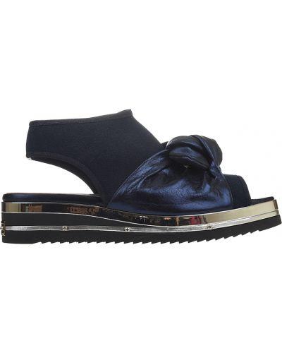 Босоножки на каблуке кожаные Mara
