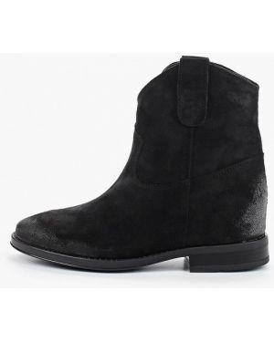 Ботинки на каблуке черные осенние Bata