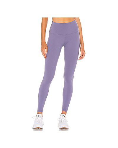 Нейлоновые фиолетовые брюки для йоги Beyond Yoga