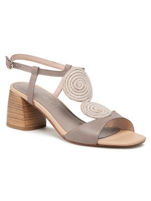 Beżowe sandały skorzane na co dzień Lasocki
