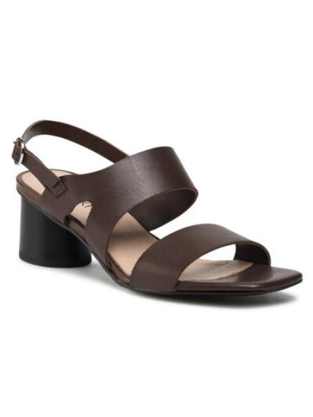 Klasyczne brązowe sandały na obcasie Ccc