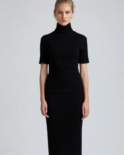 Черный вязаный юбочный костюм Minimally