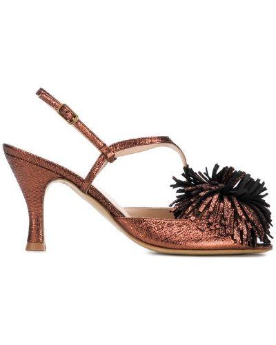 Босоножки на каблуке открытые Lenora