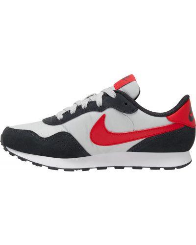Серые кожаные кроссовки Nike