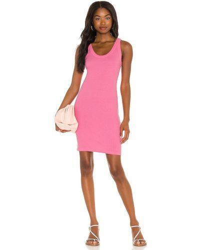 Różowa sukienka prążkowana Monrow