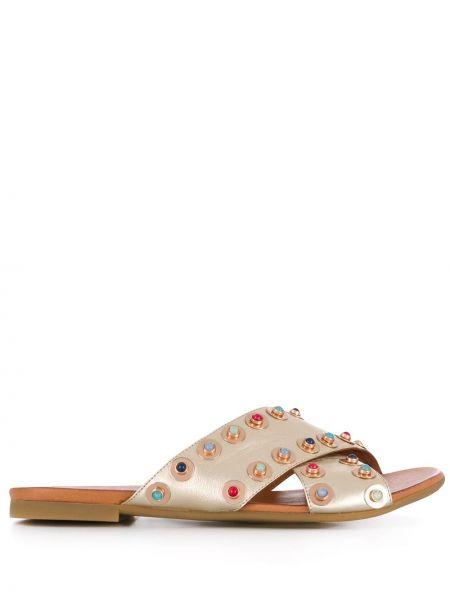 Кожаные сандалии на бретелях золотые круглые Carvela