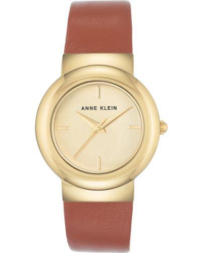 Часы на кожаном ремешке кварцевые с круглым циферблатом Anne Klein