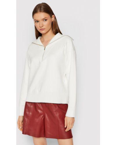 Biały sweter Gestuz