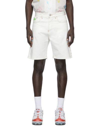 Biały dżinsowe szorty z kieszeniami z aplikacjami Gcds