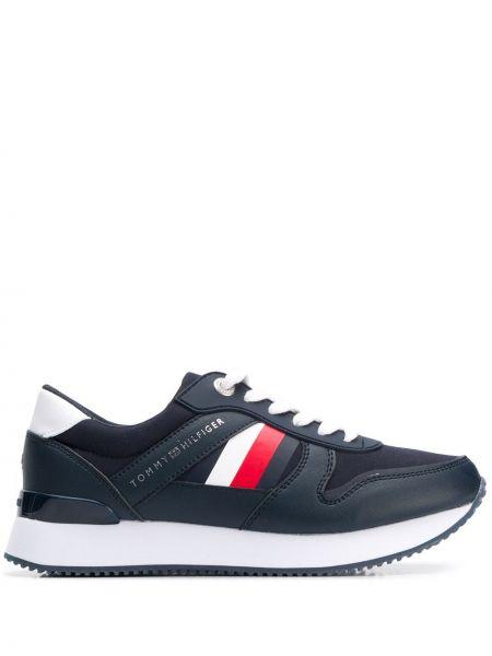 Ажурные синие кроссовки с нашивками на шнуровке Tommy Hilfiger