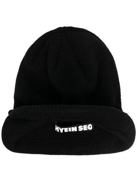 Ватный акриловый черный чепчик с заплатками Hyein Seo