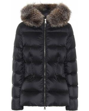 Деловая пуховая черная стеганая куртка с воротником Moncler