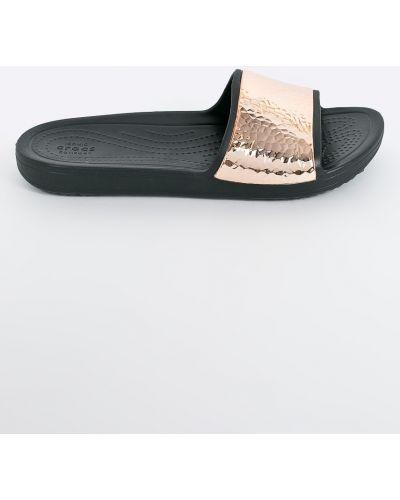 Сандалии золотого цвета Crocs