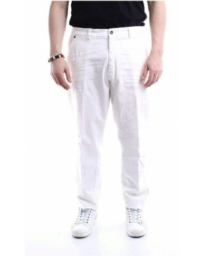 Białe spodnie Messagerie
