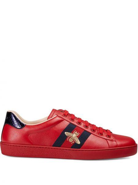 Niebieski skórzany skórzane sneakersy z haftem Gucci