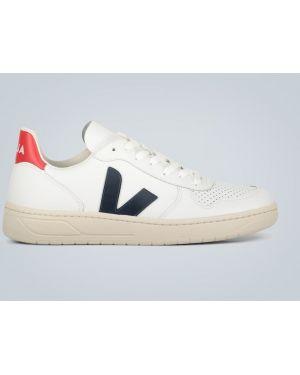 Белые кожаные туфли на каблуке Veja