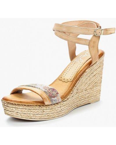 Бежевые босоножки на каблуке Dali
