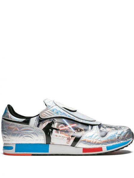 Кожаные серебряные кроссовки со вставками на шнуровке Adidas