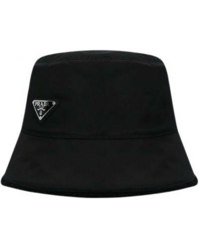 Czarna czapka Prada