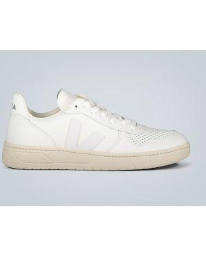 Белые кожаные туфли Veja