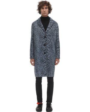 Niebieski płaszcz z printem Omc