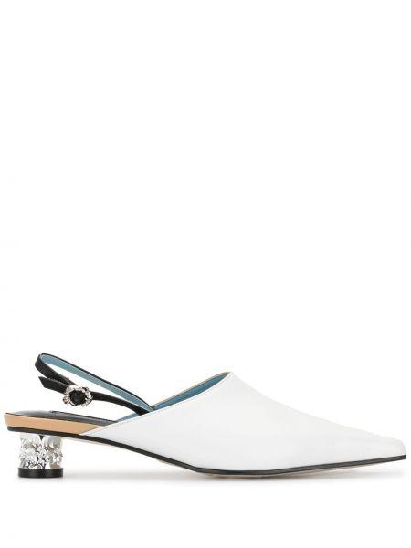 С ремешком открытые белые мюли на каблуке Yuul Yie