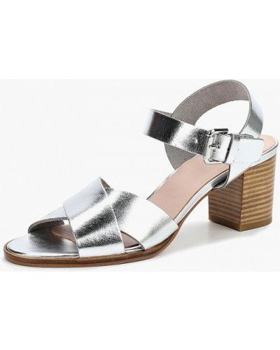 Босоножки на каблуке серебряного цвета Zign